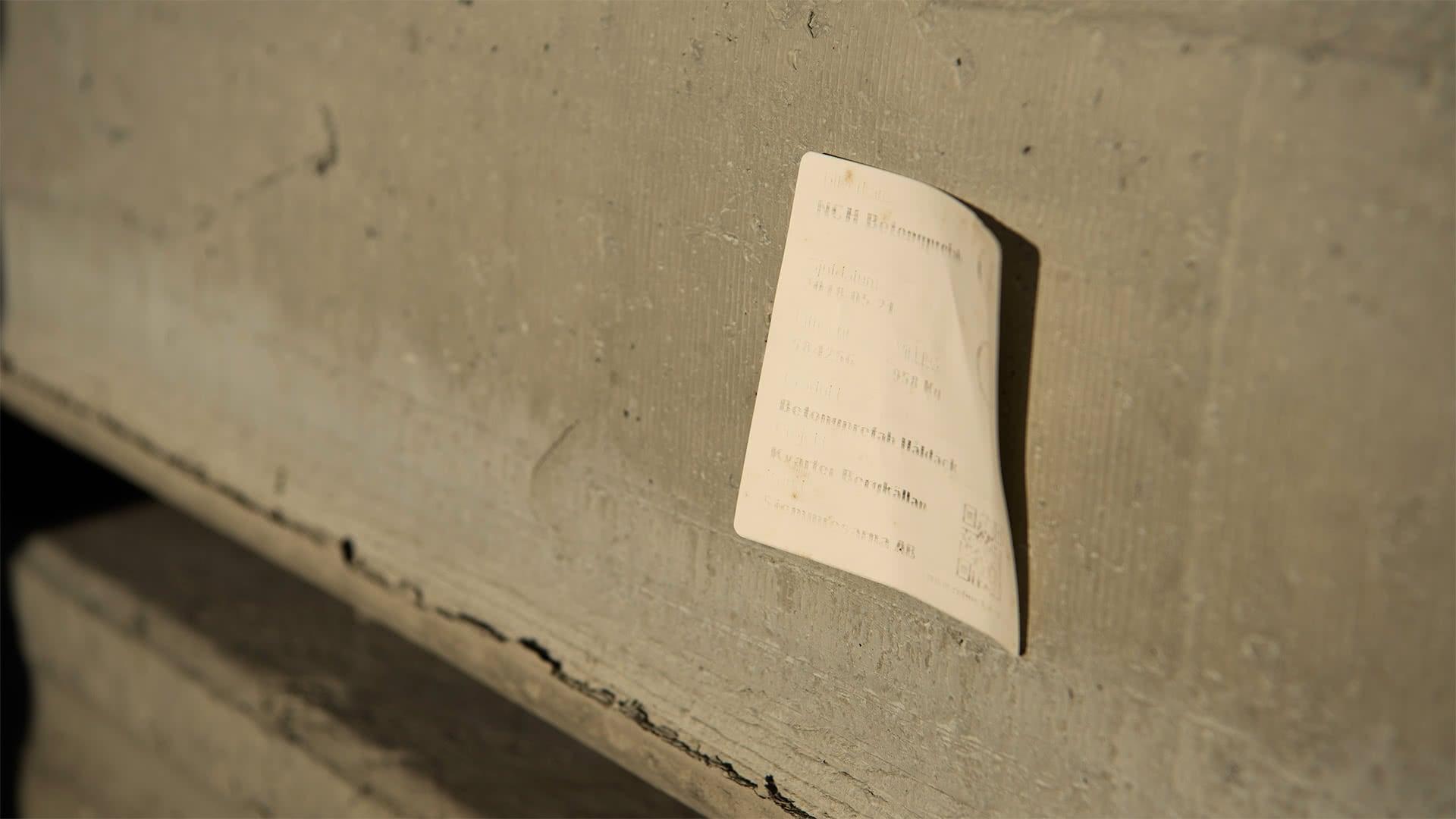 Bleknar etiketterna i solen när du märker prefab betongelement?