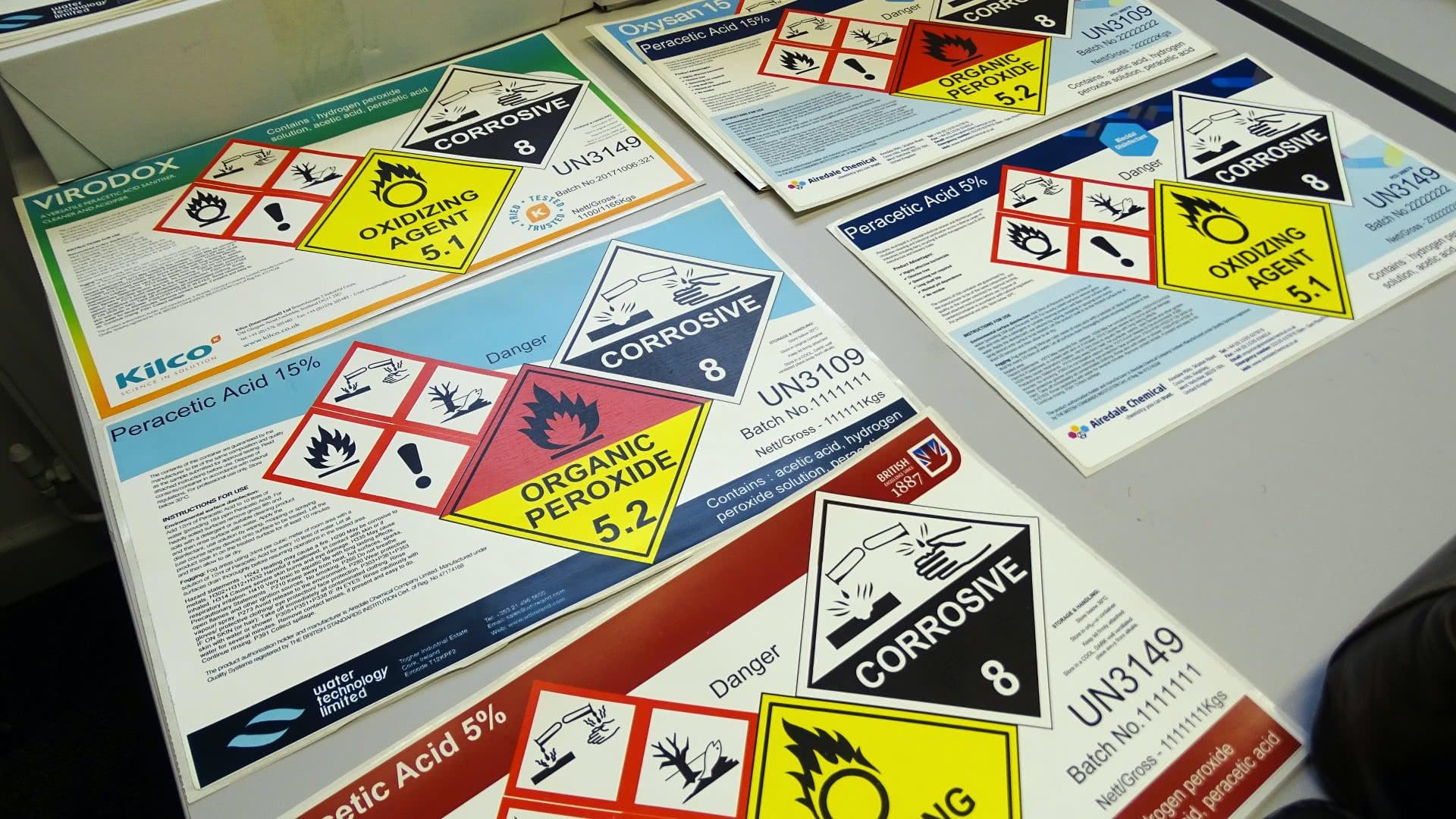 Kundspecifika CLP etiketter i färg på ark