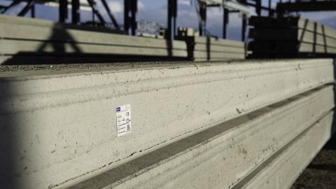 Etiketter för betongelement utomhus