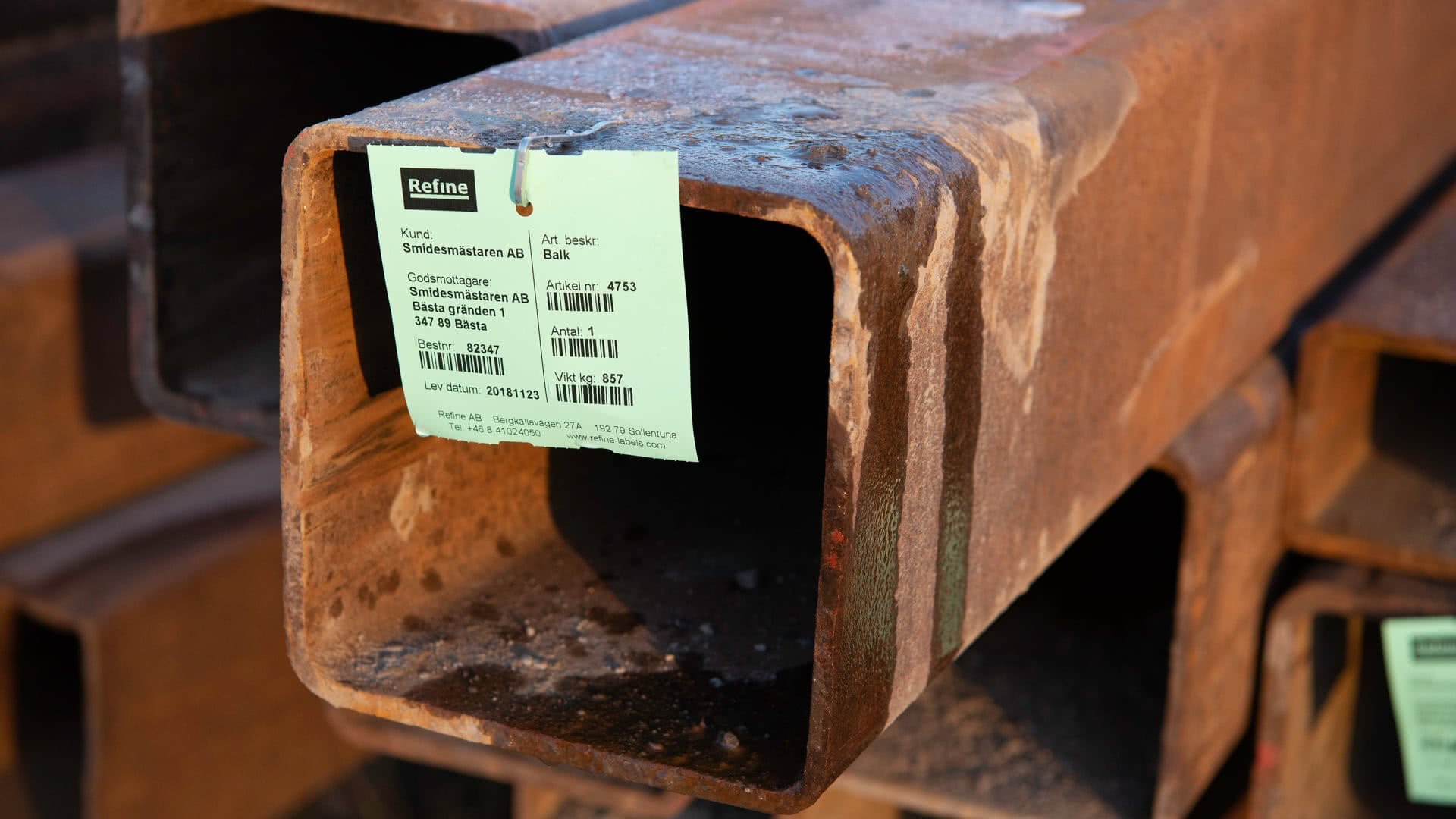 Märkning av stålkonstruktioner med hängetiketter i verkstaden