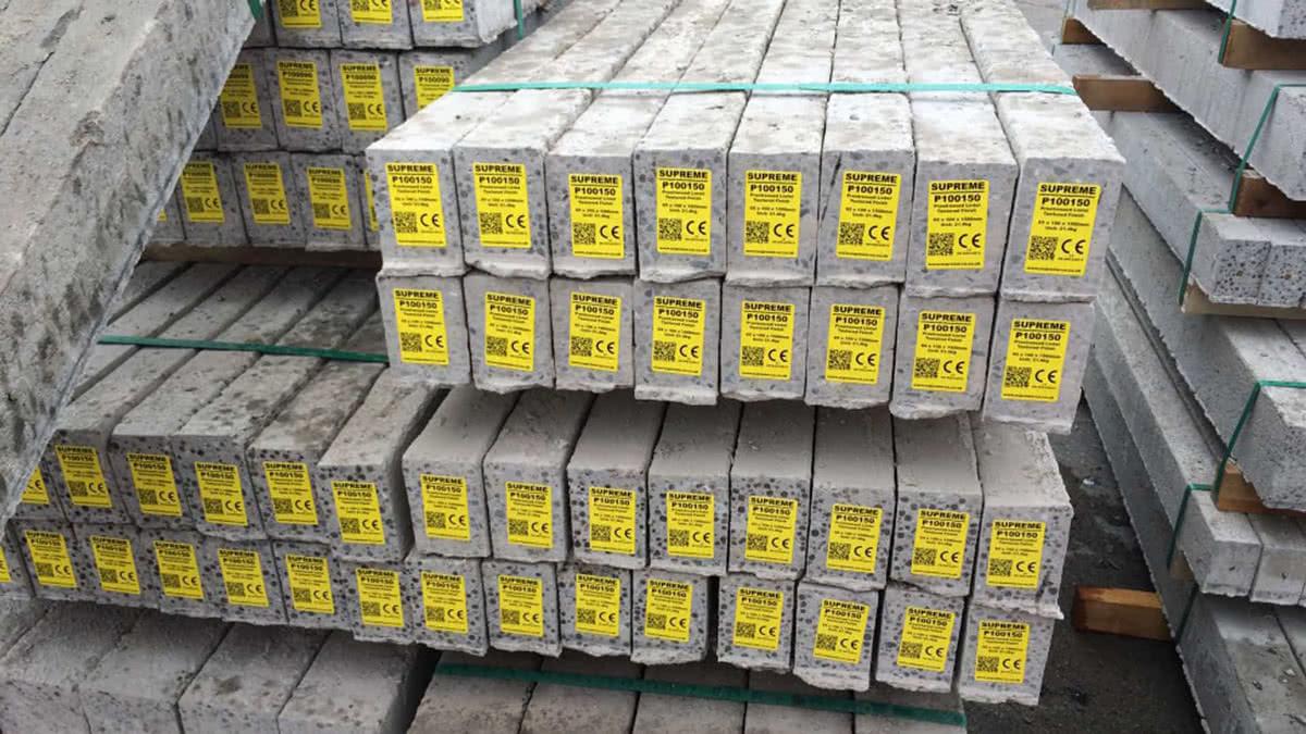 Klisteretiketter är den vanligaste lösningen men det finns en uppsjö av olika materialval