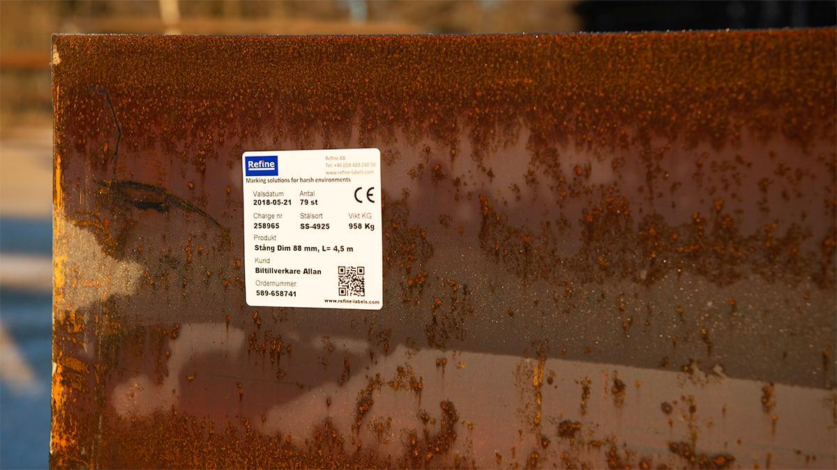 Att märka stålkonstruktioner med hållbara klisteretiketter