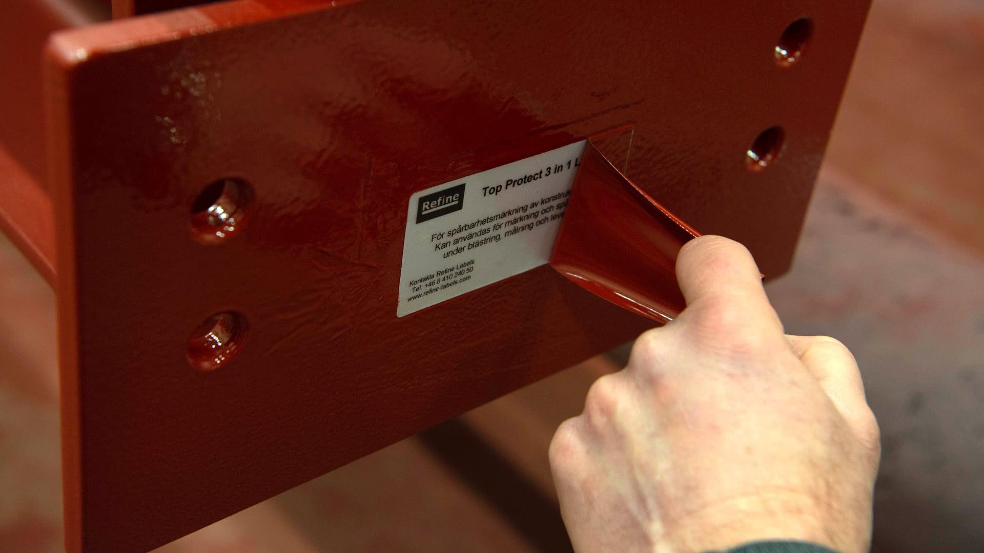 Märka med laminerade etiketter som klarar målning