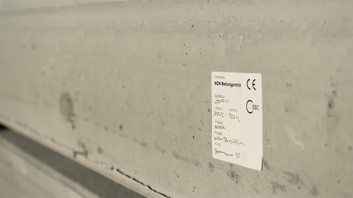 Svårt att tyda nuvarande handskriven märkning av betong prefab